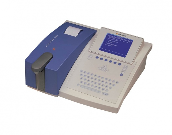 Microlab 300 semi-automated clinical chemistry analyzer